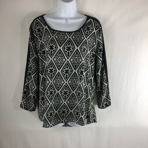 Gorgeous black & white top by Tantrums